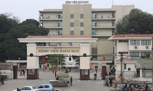 Bệnh viện Bạch Mai pha hóa chất ngay tại phòng bệnh không đảm bảo môi trường