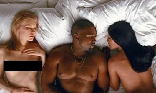 Hình ảnh Taylor Swift khỏa thân nằm bên cạnh vợ chồng Kanye West-Kim Kardashian.