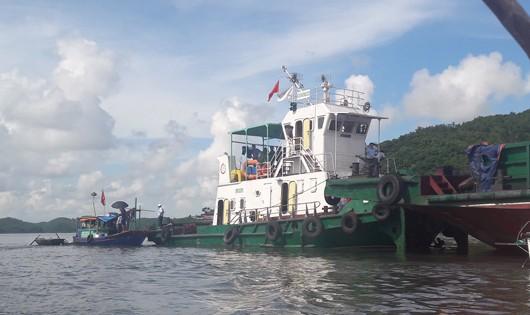 Tàu thủy nghìn tấn đâm chìm thuyền ngư dân, 2 phụ nữ bị nạn