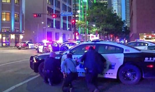Nghi phạm bắn tỉa cảnh sát Mỹ tự sát