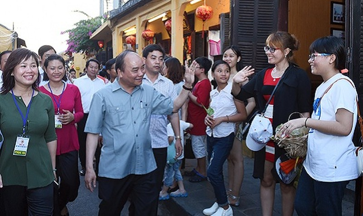 Thủ tướng cho rằng, cộng đồng Quảng Nam-Đà Nẵng rất vui vẻ, thân thiện trong ứng xử với du khách. Ảnh Quang Hiếu/VGP