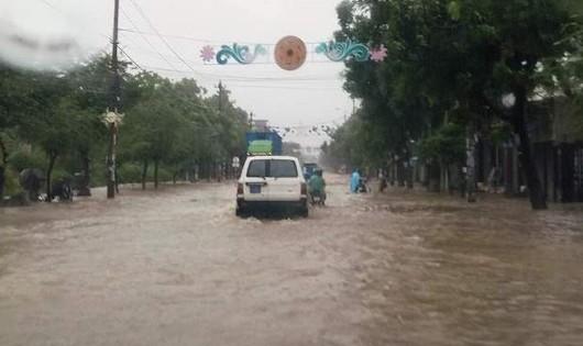 10 người chết, 5 người mất tích do mưa lũ miền Trung