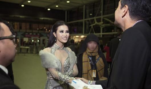 Đông Nhi có cơ hội giới thiệu bản thân trước nhiều quan khách quốc tế. Ảnh: NVCC.