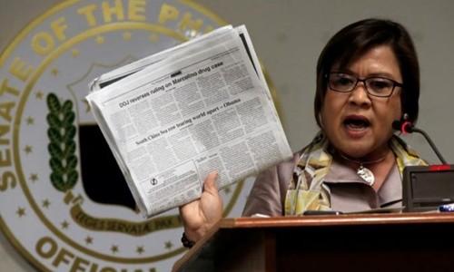 Khởi tố nữ cựu bộ trưởng chỉ trích Tổng thống Duterte