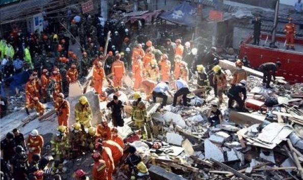 Hiện trường một vụ sập nhà ở Trung Quốc hôm 30/10. (Nguồn: THX/TTXVN)