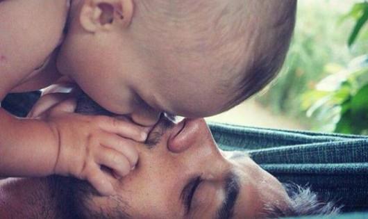 Khoảnh khắc hạnh phúc tột đỉnh của những ông bố trẻ