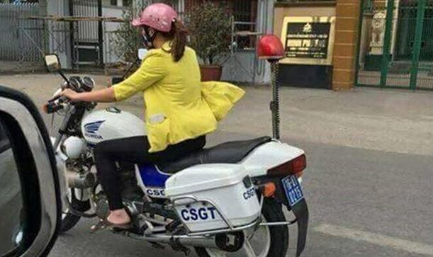 Hình ảnh chị Ngàn điều khiển xe đặc chủng gây xôn xao trên mạng xã hội