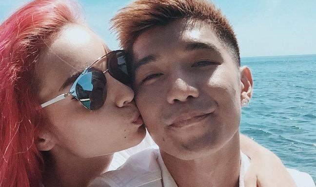 Hình ảnh ngọt ngào của cặp sao khi mặn nồng.