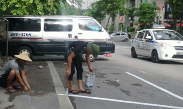 Rà soát 87 tuyến phố Hà Nội để trông giữ xe dưới lòng đường