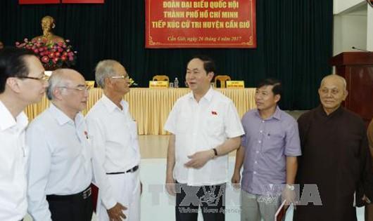 Chủ tịch nước Trần Đại Quang tiếp xúc cử tri huyện Cần Giờ. Ảnh: TTXVN