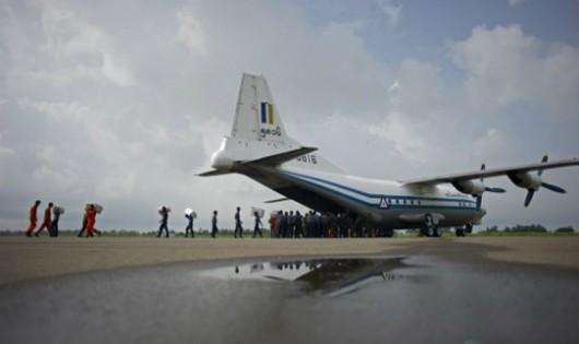 Máy bay quân sự chở hơn 100 người rơi trên biển