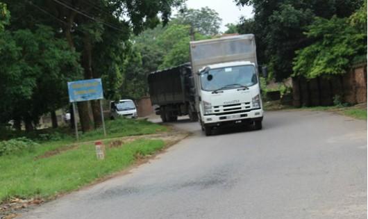 Phú Thọ: Đường dân sinh 'oằn mình' gánh xe né trạm thu phí