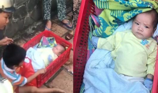 Hai bé trai bị mẹ bỏ rơi trên vỉa hè TP HCM