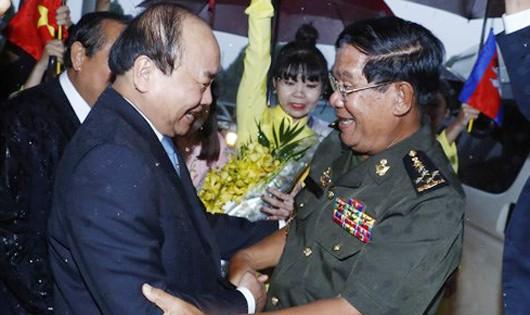Ấn tượng nụ cười hai Thủ tướng ngày ông Hun Sen trở lại thăm Việt Nam