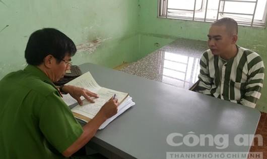 Đối tượng Huỳnh Quang Tú tại cơ quan công an - Ảnh: Thanh Minh