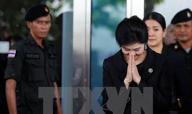 Bà Yingluck Shinawatra rời Tòa án Tối cao ở Bangkok ngày 21/7. (Nguồn: AFP/TTXVN)