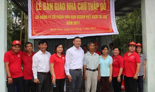 Cha con ông Hoàng Văn Viên (huyện Long Thành) nhận nhà Chữ thập đỏ từ Vedan Việt Nam