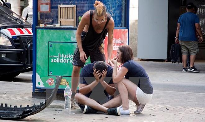 Xe tải lao lên vỉa hè ở Barcelona, ít nhất 13 người chết