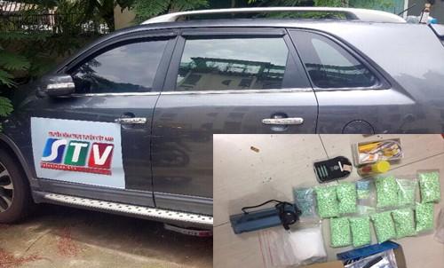 Bí mật trong ô tô gắn logo đài truyền hình của cặp đôi tuổi bố - con