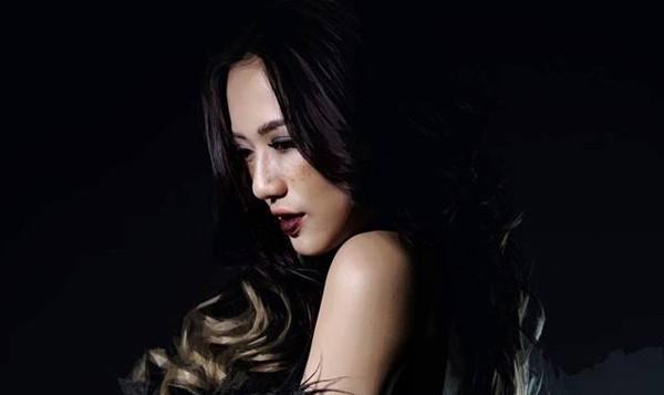 Không tiền, xa người thân, Trang Cherry bị 'đề nghị khiếm nhã'