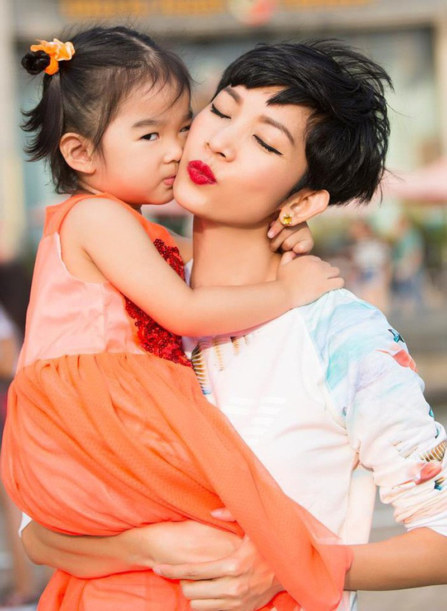 Xuân Lan hiện có cuộc sống hạnh phúc bên con gái nhỏ.