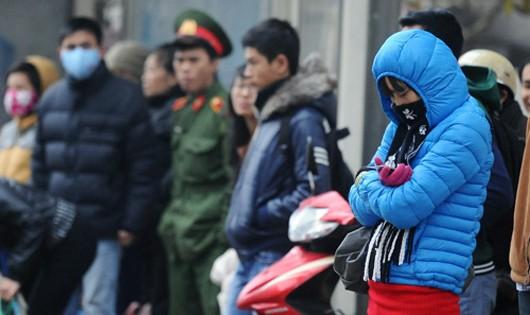 Không khí lạnh mạnh liên tục tăng cường, nhiệt độ Hà Nội lại giảm