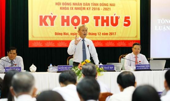 Bí thư Tỉnh ủy, Chủ tịch HĐND tỉnh Nguyễn Phú Cường tại phiên thảo luận.
