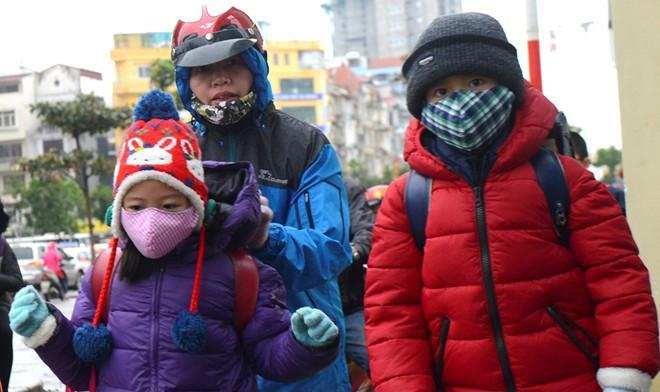 Từ hôm nay, người Hà Nội nên cẩn trọng hơn khi đưa trẻ ra đường, đi học
