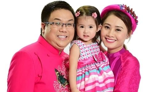 Gia Bảo và vợ cũ cùng con gái.