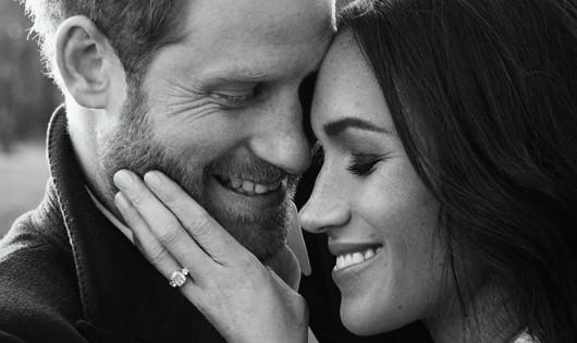 Hoàng tử Anh Harry và diễn viên Meghan Markle công bố ảnh đính hôn