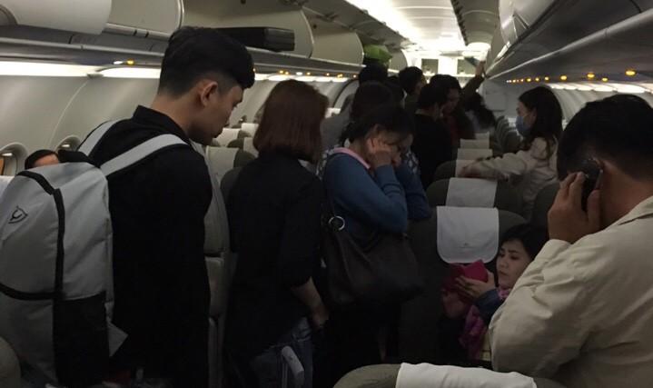 Máy bay gặp sự cố động cơ khi đang bay