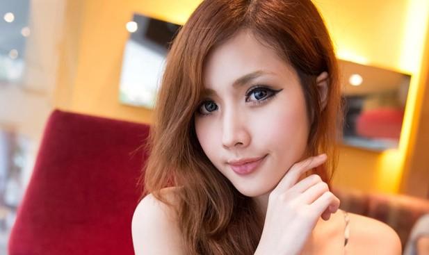 Người mẫu Singapore qua đời sau cơn đau đầu ở quán karaoke