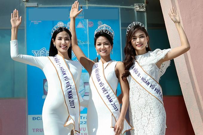 HHen Niê và hai Á hậu đọ sắc cùng Miss Universe 2008 Dayana Mendoza