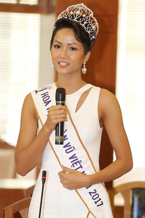 HHen Niê và hai Á hậu đọ sắc cùng Miss Universe 2008 Dayana Mendoza - 5
