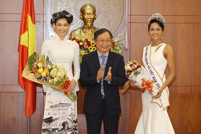HHen Niê và hai Á hậu đọ sắc cùng Miss Universe 2008 Dayana Mendoza - 8