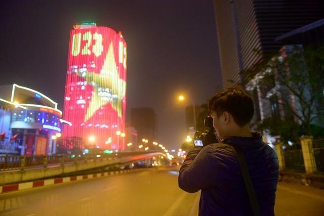 Hình ảnh hàng triệu đèn led sáng rực thu hút nhiều tay máy chuyên nghiệp đến chụp hình.