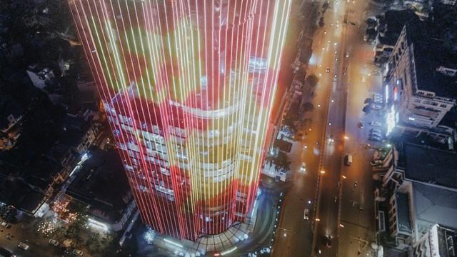 Tòa nhà được trang bị hàng triệu đèn led để chạy hình.