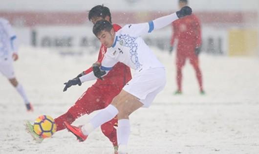 Quang Hải ghi bàn, sân vận động thôn nhà như 'nổ tung'