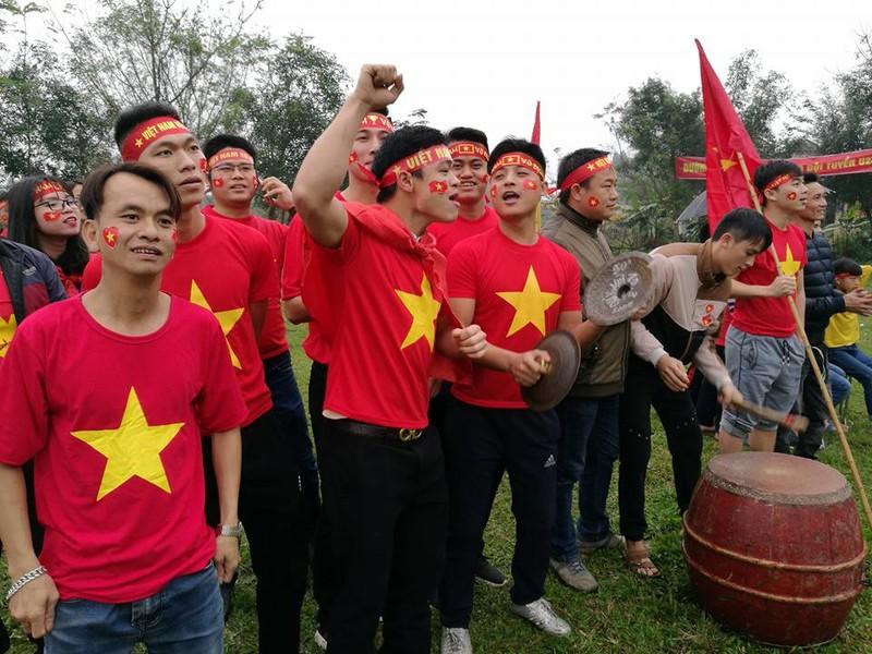 """truc tiep tai nha quang hai: quang hai ghi ban, san van dong thon nhu """"no tung"""" hinh anh 13"""