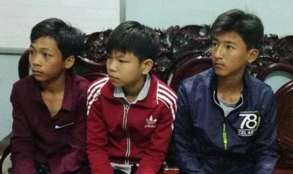 Bằng (bìa phải) cùng hai bạn - Ảnh: Hoàng Vân/Thanh niên