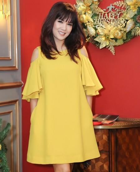 Vẻ đẹp của hoa hậu Kiều Khanh ở tuổi 49.