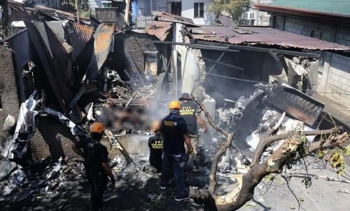 Lực lượng cứu hộ tại hiện trường vụ tai nạn. Ảnh: VnExpress/AFP.