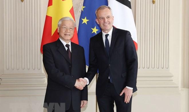 Chủ tịch Quốc hội Pháp Francois de Rugy đón Tổng Bí thư Nguyễn Phú Trọng. (Ảnh: Trí Dũng/TTXVN)
