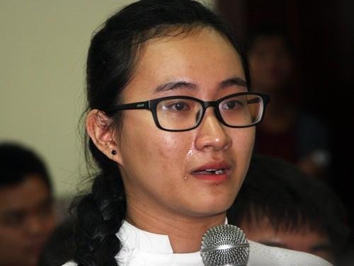 Nữ sinh Phạm Song Toàn kể về cô giáo Toán trong buổi gặp gỡ với lãnh đạo Sở Giáo dục và Đào tạoTP HCM. Ảnh: Mạnh Tùng.