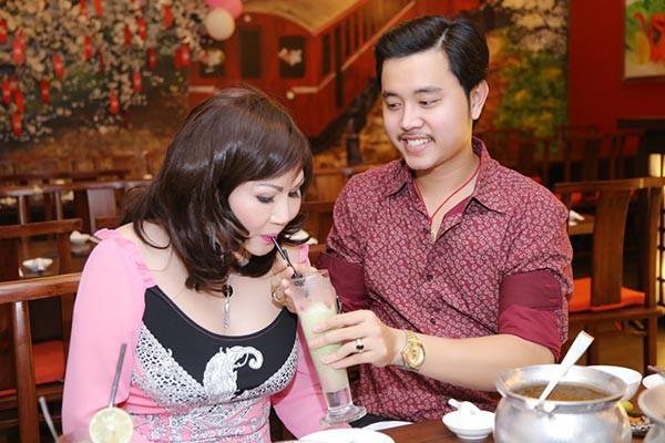 Vũ Hoàng Việt và Yvonne Thúy Hoàng thuở còn mặn nồng