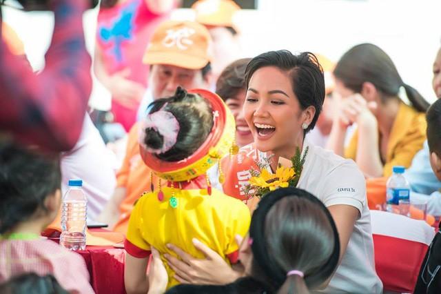 Hoa hậu HHen Niê muốn trở thành diễn viên, tiếp viên hàng không - Ảnh 2.
