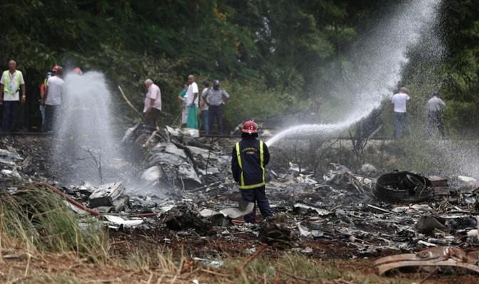 Phần thân máy bay bị phá hủy, cánh cháy xém.