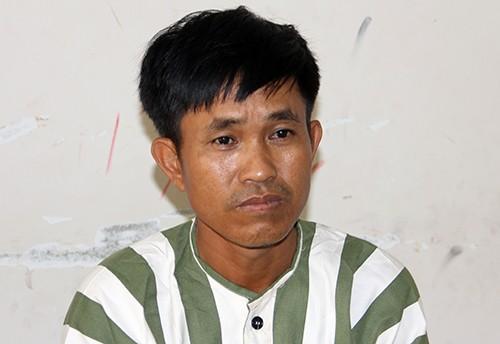 Gã đàn ông giết vợ bị tạm giữ. Ảnh: Hồng Tuyết.