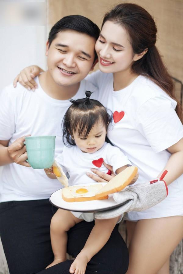 Đây là lần đầu con gái của Võ Thanh Hòa lộ diện. Công chúa nhỏ tên thậtlà Võ Ngọc Phương Linh, ở nhà hay gọi là bé Sâm. Cô bé sẽ tròn một tuổi vào ngày 5/7.