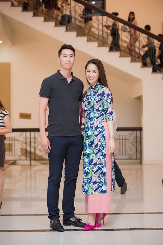 Hai chị em có tính cách rất hợp nhau và thường chia sẻ mọi điều trong cuộc sống. Theo Dương Thùy Linh, cậu em trai của cô nấu ăn khá ngon và còn có khả năng làm DJ.